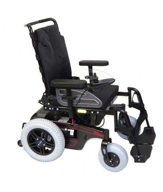 Imagem com fundo branco e ao centro cadeira de rodas motorizada modelo B400