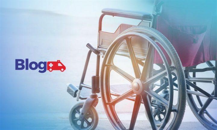 Banner com cadeira de rodas virada de costas