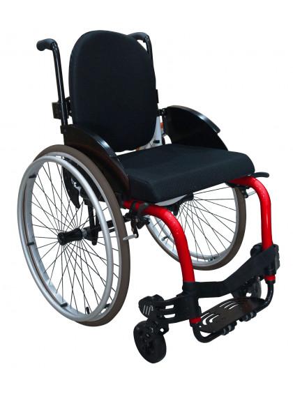Imagem com fundo branco e ao centro cadeira de rodas