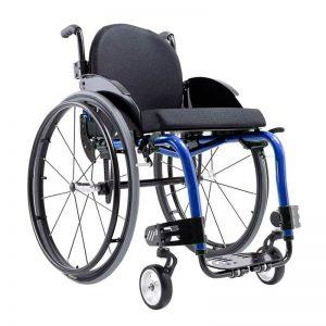 Imagem com fundo brando e ao centro cadeira de roda M3 premium