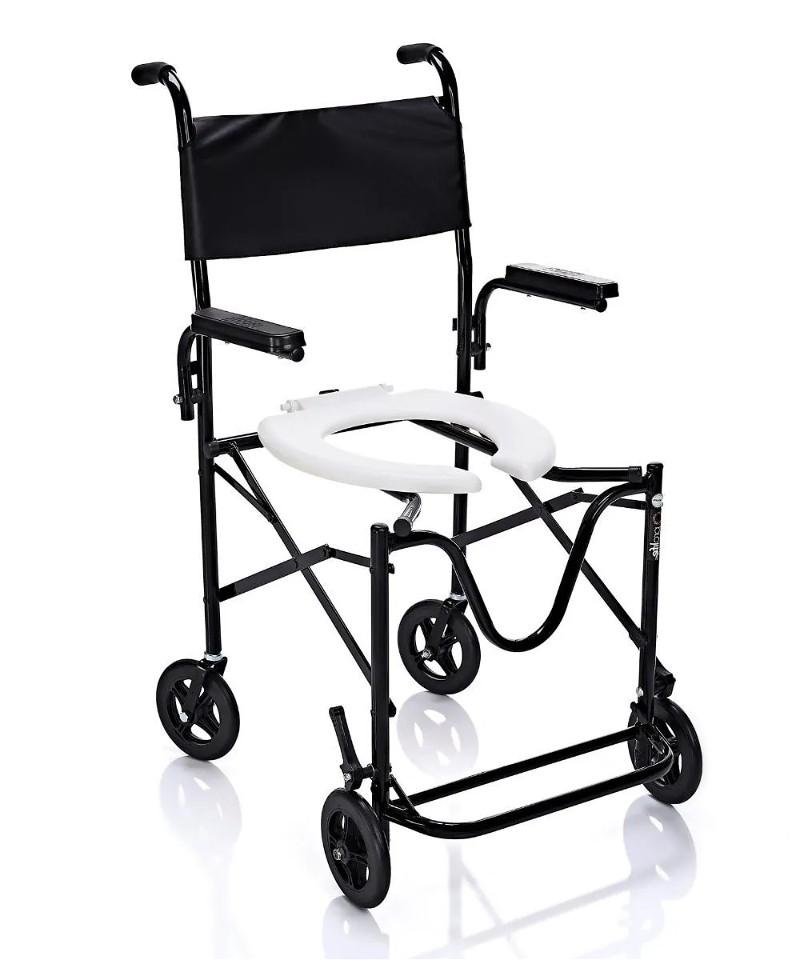 Imagem com fundo branco e ao centro cadeira de banho com rodas no modelo mais simples